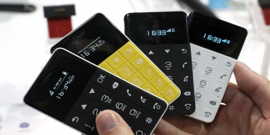 Kredi kartı boyutunda telefon! Fiyatı şaşırttı!