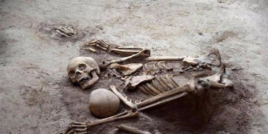 Binlerce yıl önce birbirine sarılarak öldüler