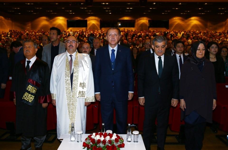 Abdullah Gül'ün diploma verdiği kız bakın kim çıktı 1