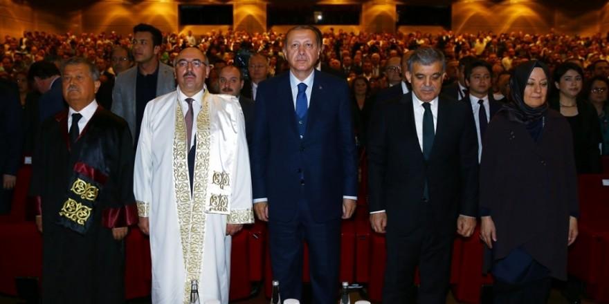 Abdullah Gül'ün diploma verdiği kız bakın kim çıktı