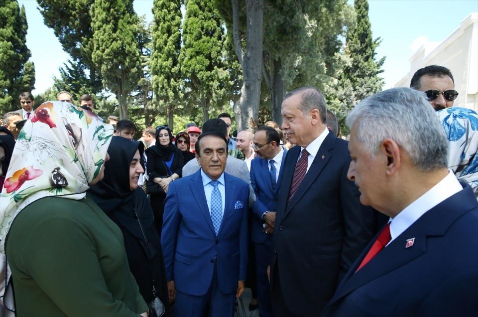 Cumhurbaşkanı ve Başbakan'dan şehitlik ziyareti 1