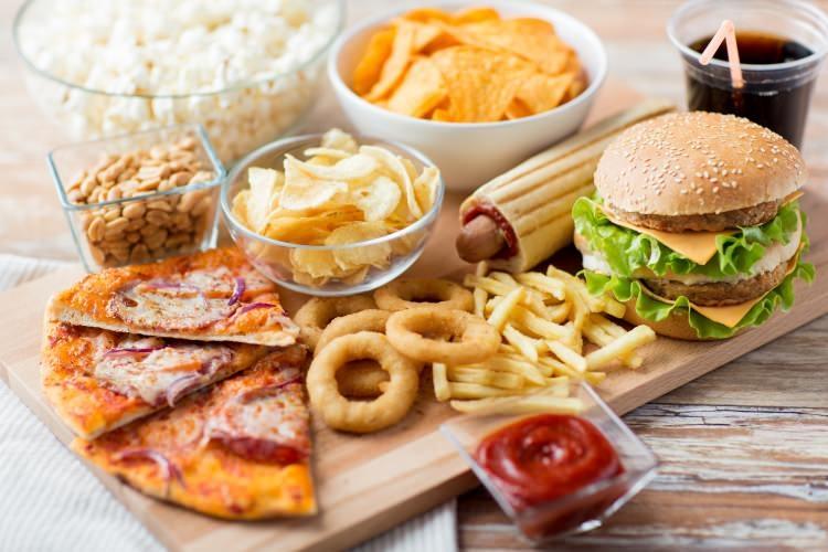 Dünyanın en sağlıksız yiyecekleri listelendi: Listedekileri her gün tüke 1