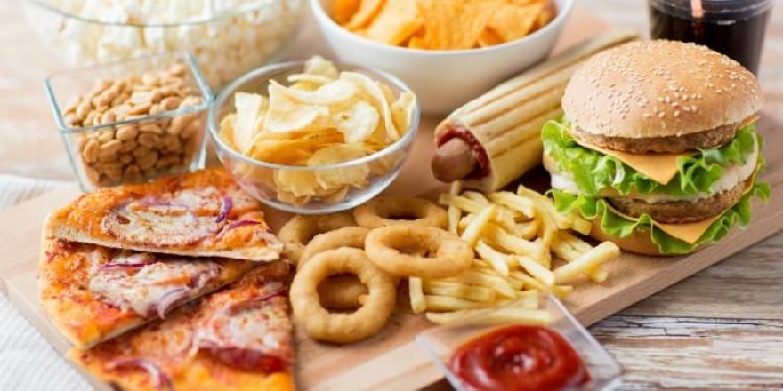 Dünyanın en sağlıksız yiyecekleri listelendi: Listedekileri her gün tüke