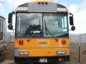 Otobüsü eve çevirdi