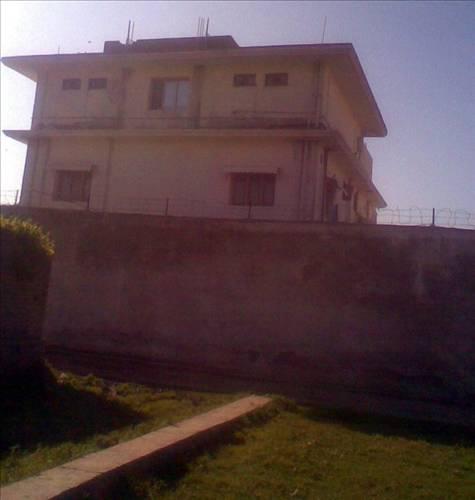 Bin Ladin'in evine ziyaretçi akını 1