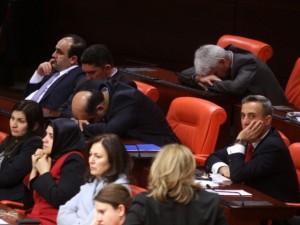 HSYK görüşmeleri vekilleri yorgun düşürdü