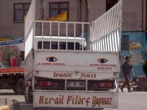 Birbirinden komik kamyon arkası yazıları