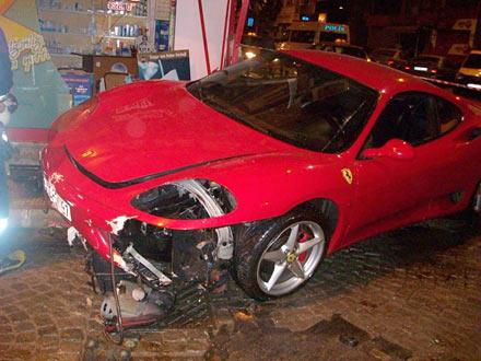 Ferrari ile eczaneye girdi 1