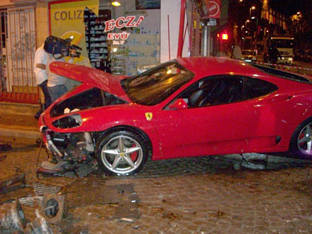 Ferrari ile eczaneye girdi 2