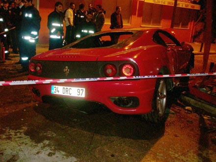 Ferrari ile eczaneye girdi 3