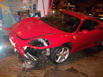 Ferrari ile eczaneye girdi