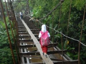 Tehlikeli okul yolculuğu