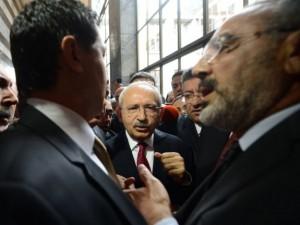 Kemal Kılıçdaroğlu'na yumruklu saldırı