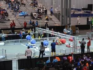 Liseli mucitler robotlarını yarıştırdı