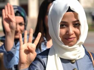 Öğrencilerden Başbakan'a imzalı destek