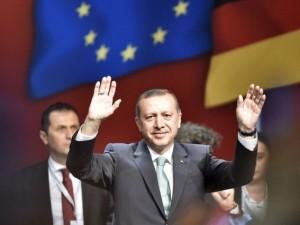 Erdoğan'a Köln'de sevgi seli