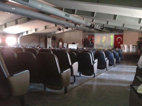 Bakan Dinçerin Hizmetiçi eğitimleri boş salonlarda geçiyor