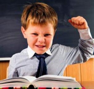 Öğretmen 60 aylığı zorluyor...