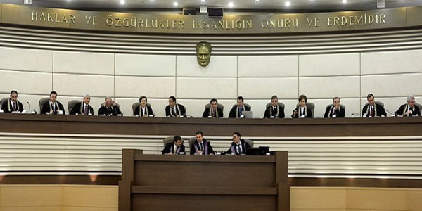 AYM'de başkanlık seçimi ertelendi