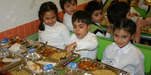 Özel okullarda yemek lokantalarla yarışıyor