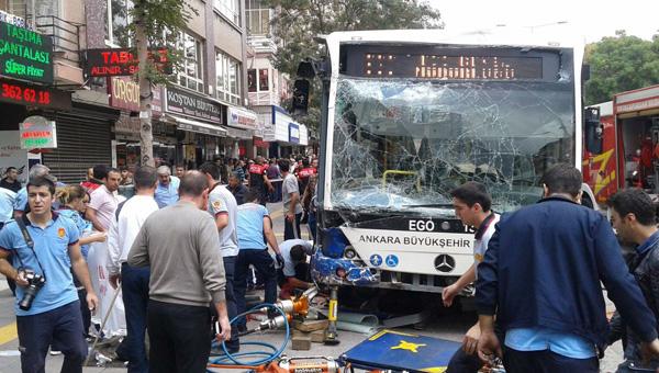 Ankara'da belediye otobüsü durağa daldı: Çok sayıda ölü var