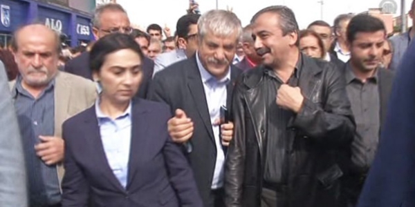 HDP'de yüzler gülüyor