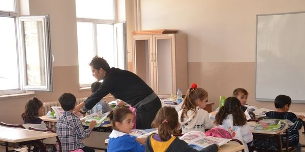 Doğu'ya atanan öğretmene Kürtçe öğretilecek