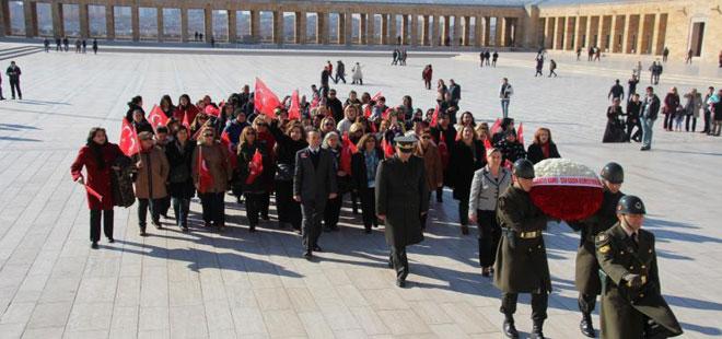 Türkiye Kamu-Sen'li Kadınlardan Anıtkabir Ziyareti