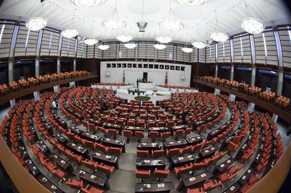 HDP'liler Meclis'te terörü kınayamadı!