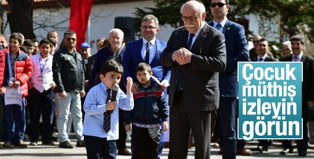 Nabi Avcı'dan mikrofonu alıp İstiklal Marşı'nı okudu