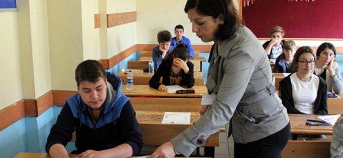 Okulu sonradan zorunlu olan öğretmenin yer değiştirmesi