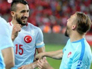 Mehmet Topal Fener Bahçe'de kaldı!