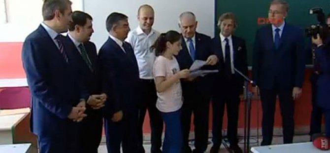 Başbakan ve öğrenci arasında güldüren diyalog