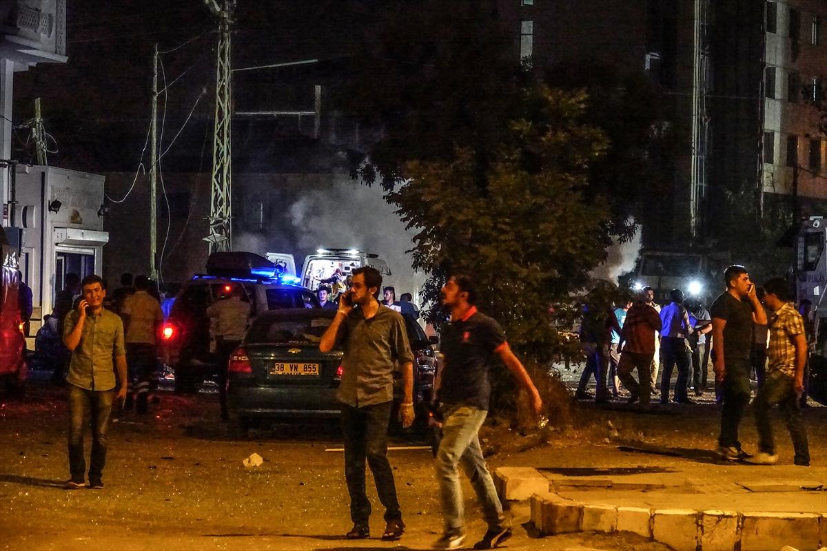 Van'da bombalı saldırı: 3 şehit 73 yaralı