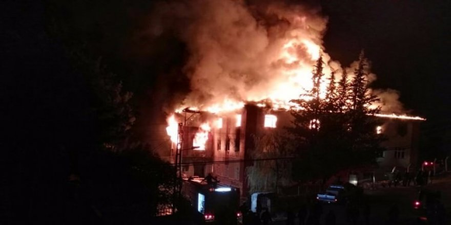 Adana'da Kız Öğrenci Yurdu Yangını: 12 Öğrenci Hayatını Kaybetti