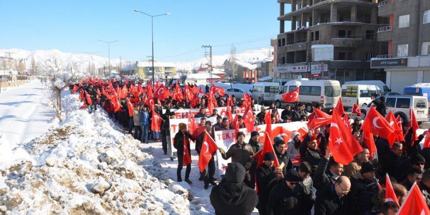 Diyarbakır ve Hakkari'de Binlerce İnsan Terörü Lanetledi