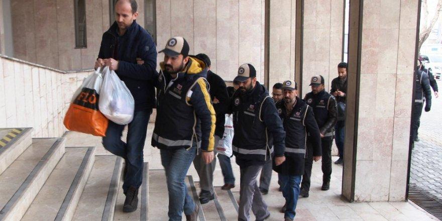 Malatya'da 17 öğretmen FETÖ'den tutuklandı