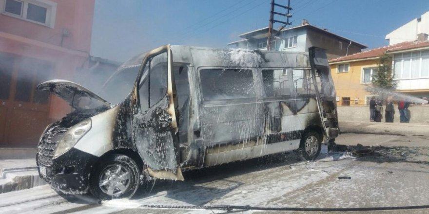 Faciadan dönüldü: Öğrenci servisi alev alev yandı