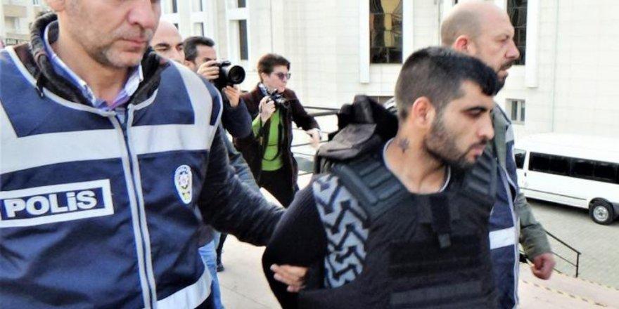 Öğretmeni evinde tornavida darbeleriyle öldüren zanlı tutuklandı