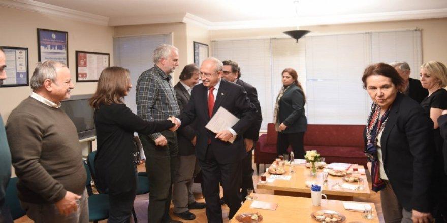 Kılıçdaroğlu, İhraç Edilen Akademisyenlerle Bir Araya Geldi