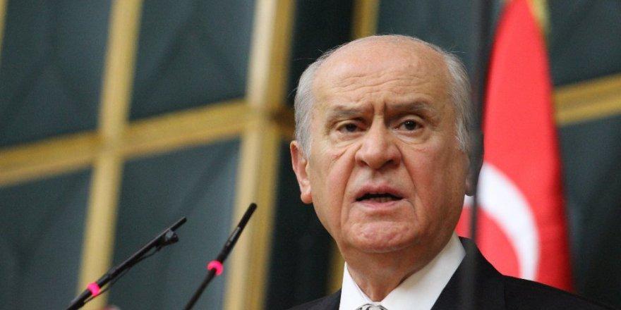 """Bahçeli'den Baykal'a eleştiri: """"Halt ediyor, günaha giriyor"""""""