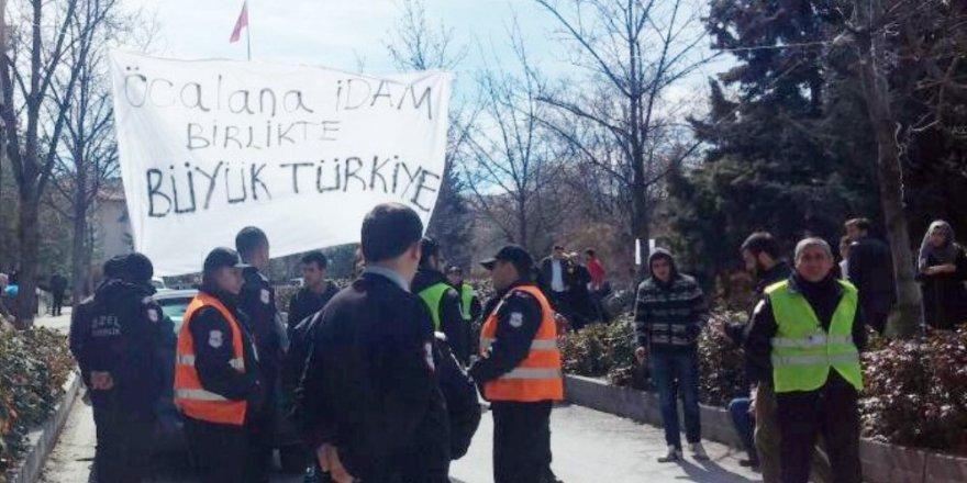 """""""Öcalan'a idam"""" pankartı açan öğrencilere saldırı: 3 yaralı"""