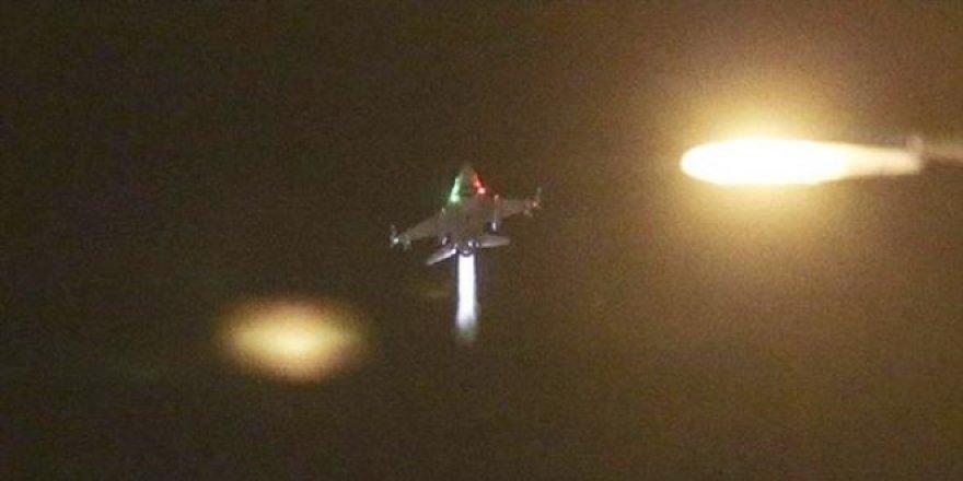 Başbakan saat 7:00'de, hain üssün pistini bombalattı