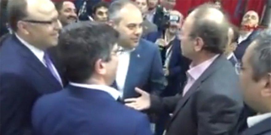 Yazar Yusuf Kaplan, kameralar önünde bakanı fırçaladı