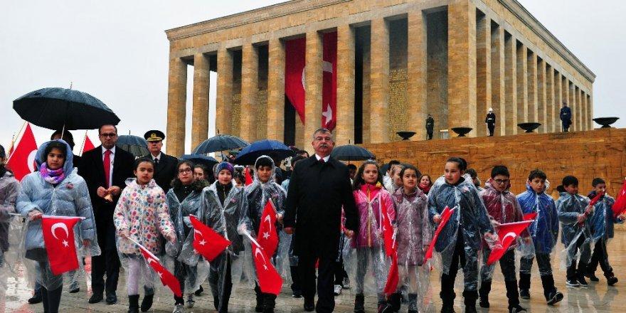 Bakan Yılmaz Anıtkabir'i ziyaret etti