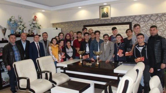 İşitme Engelli Gençlerin Büyük Başarısı