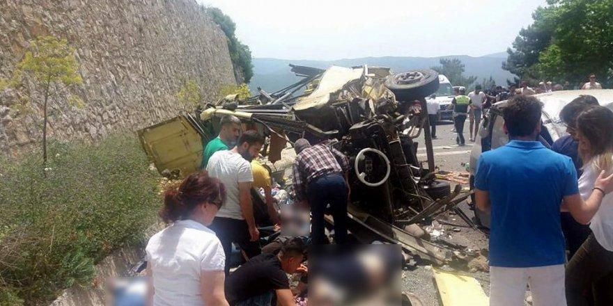 Marmaris'te tur otobüsü devrildi 23 ölü, 11 yaralı
