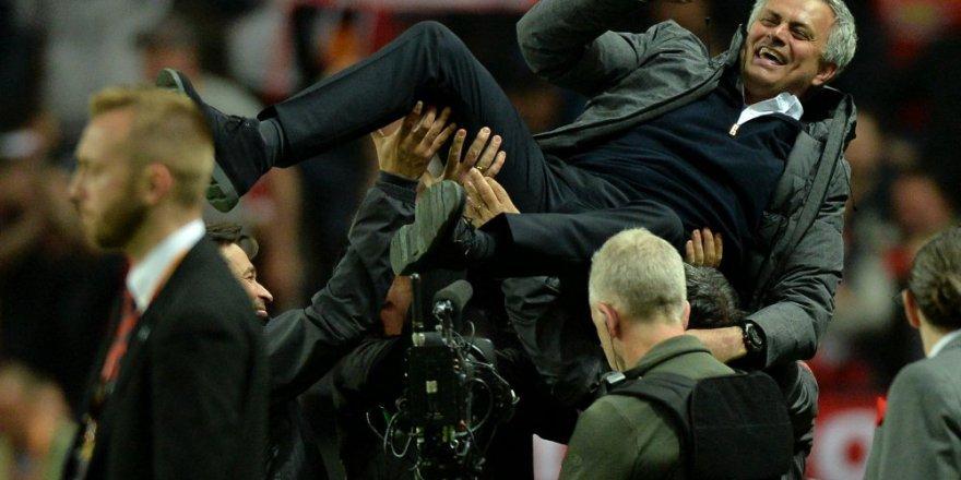 UEFA kupası Manchester United'ın oldu