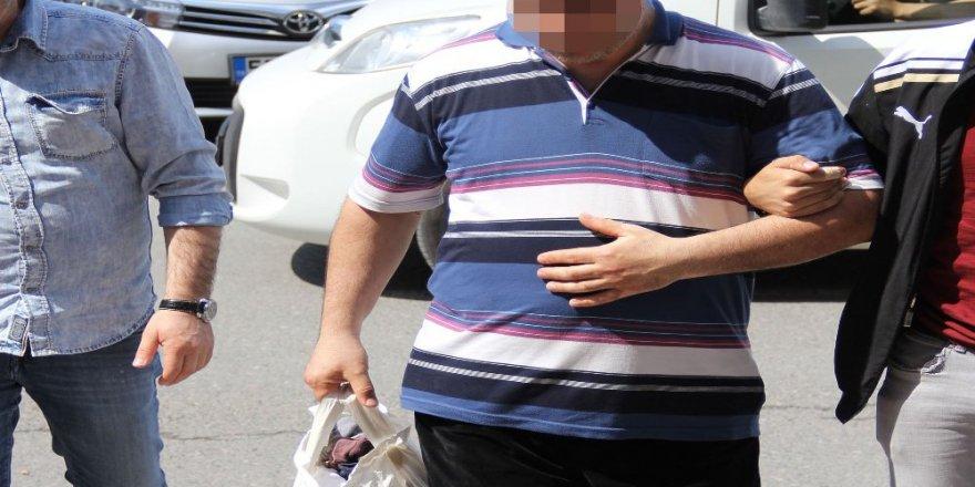 1'i avukat, 12'si ihraç olan öğretmen ile 1 ihraç olan memur gözaltına alındı