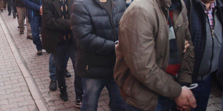 İzmir'de FETÖ operasyonu: 47 gözaltı kararı